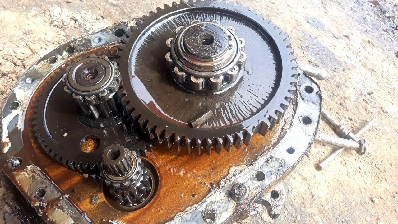 บริการซ่อม บำรุงรักษารถตักล้อยาง รถแบคโฮ รถแทรคเตอร์ Komatsu TCM ทุกยี่ห้อถึงที่